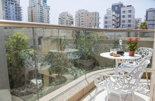 tlv2gojonahtwobedroomapartmentbalcony1