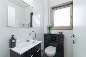 tlv2gojonahtwobedroomapartmentbathroom
