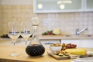 tlv2gojonahtwobedroomapartmentkitchen